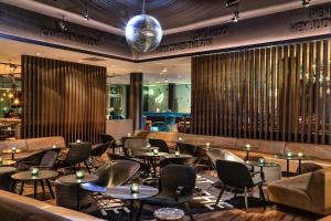 A restaurant or other place to eat at Motel One Hamburg am Michel