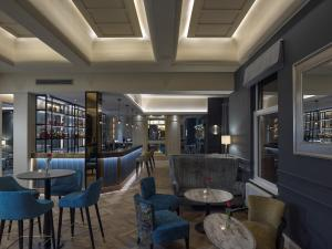 The lounge or bar area at Clifton Arms Hotel