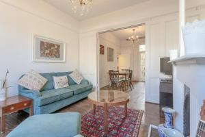 A seating area at Bright 1 Bedroom Flat in Finsbury Park
