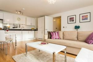 A seating area at Luxury 1-Bed Apartment With Balcony In Greenwich