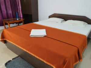 A bed or beds in a room at Blue Lagoon Resort, Neil Island