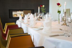A restaurant or other place to eat at Havila Hotel Ivar Aasen