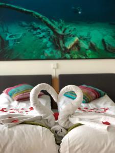 A bed or beds in a room at Havila Hotel Ivar Aasen