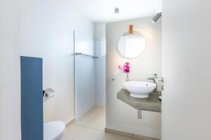 Um banheiro em Coral Estate Luxury Resort