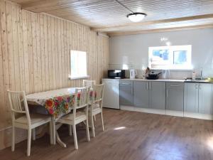 A kitchen or kitchenette at Домик-баня у леса