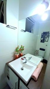 A bathroom at Loft Contemporâneo Centro de São Leopoldo com Wi-Fi