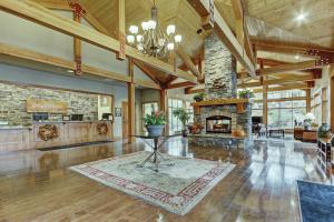 The lobby or reception area at Seventh Mountain Resort