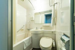 A bathroom at Hakata Nakasu Washington Hotel Plaza