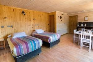 A bed or beds in a room at B&B y Cabañas Cerro Castillo