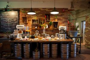 A restaurant or other place to eat at Kex Hostel