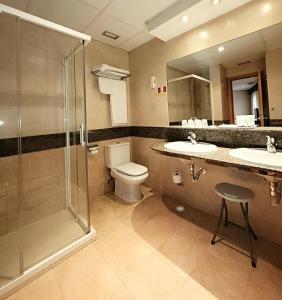 A bathroom at Zenit Imperial