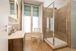 A bathroom at Starhost - CASA GUGLIELMO