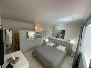 Un ou plusieurs lits dans un hébergement de l'établissement Hotel L'Orangeraie
