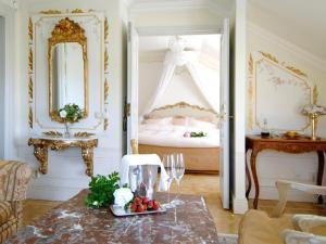 Säng eller sängar i ett rum på Gripsholms Värdshus