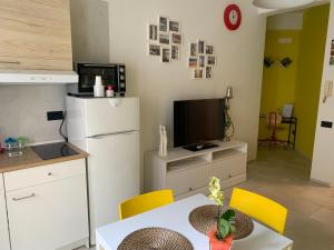 A television and/or entertainment centre at Alleria Holiday Home
