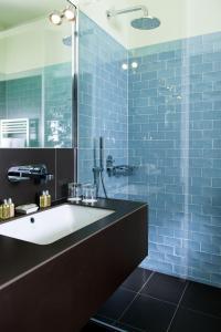 A bathroom at Clipper City Home Apartments Berlin