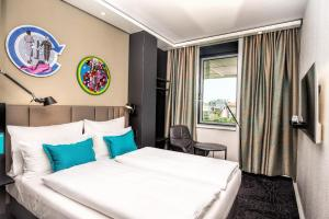 A bed or beds in a room at Motel One Wien Westbahnhof