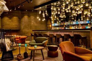 Salone o bar di Motel One Edinburgh-Royal
