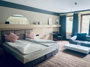 Łóżko lub łóżka w pokoju w obiekcie Hotel Natura Residence Business&SPA