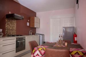 A kitchen or kitchenette at Lotus Villa Sun Apartment