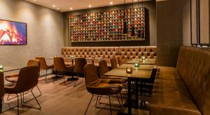 A restaurant or other place to eat at Motel One Manchester-Royal Exchange