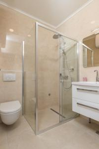 A bathroom at Apartments Urbis