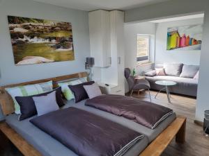 Ein Bett oder Betten in einem Zimmer der Unterkunft Venngasthof Zur Buche
