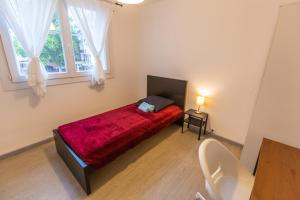 A bed or beds in a room at Superbe T4 renove spacieux parking gratuit