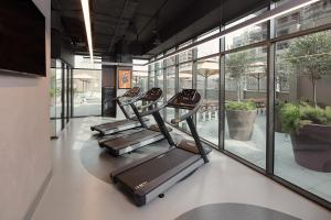 The fitness centre and/or fitness facilities at Rove Trade Centre
