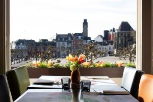 A restaurant or other place to eat at Amrâth Hotel DuCasque