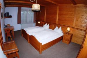 A bed or beds in a room at Hotel Zur Schönen Aussicht