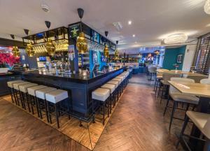 De lounge of bar bij Hotel Chariot