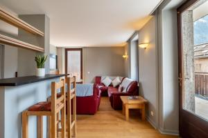 A seating area at APARTMENT PRESIDENT - Central Chamonix - Sleeps 12