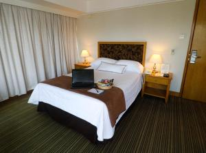 A bed or beds in a room at Hotel Miramar