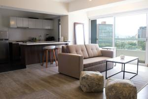 A seating area at Trendy Host 360° Miraflores