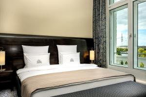 A bed or beds in a room at Hotel Atlantic Hamburg, Autograph Collection