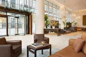 The lobby or reception area at Shangri-La Vancouver