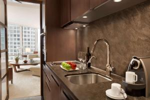A kitchen or kitchenette at Shangri-La Vancouver