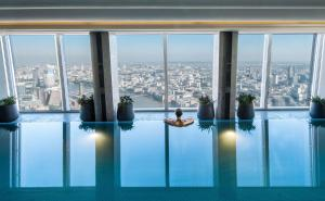 The swimming pool at or near Shangri-La The Shard, London