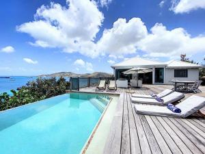 Het zwembad bij of vlak bij Sea Loft - awesome view - private pool - beach access