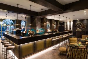 The lounge or bar area at Motel One Newcastle