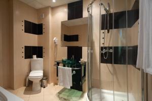 A bathroom at Hotel Primorsko Del Sol