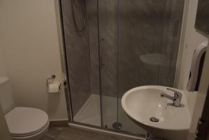 A bathroom at The Watling Inn