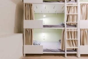A bunk bed or bunk beds in a room at Backpackers