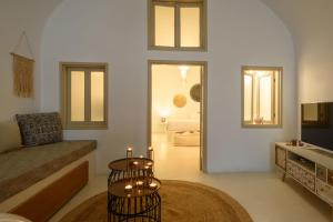 A seating area at Suite Home Santorini