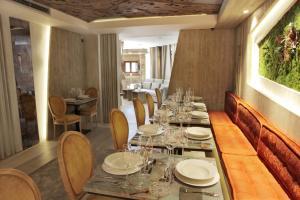 Un restaurante o sitio para comer en Hotel Las Treixas