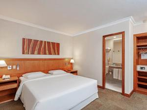 A bed or beds in a room at Novotel SP Jardins