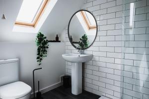 A bathroom at Cardross Inn