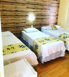 A bed or beds in a room at Pousada bonita