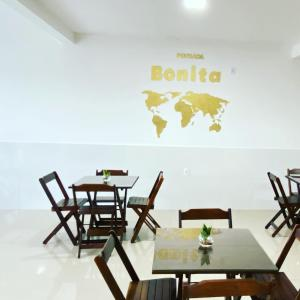 A restaurant or other place to eat at Pousada bonita